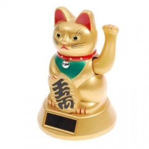 good-luck-waving-cat