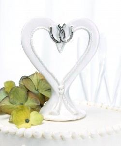lucky-horseshoe-wedding-cake