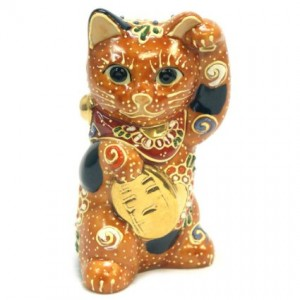 maneki-neko-golden-statue